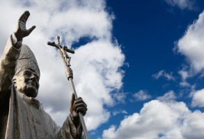 Papal-statue-052914