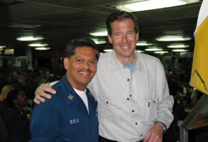 US_Navy_030313-N-4964S-001_NBC_anchorman_Brian_Williams_takes_a_moment_to_pose_with_Dental_Technician_1st_Class_Ervin_Borja